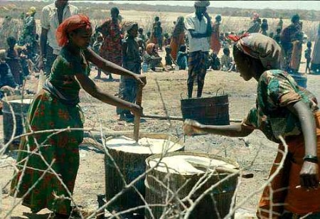 UNCHR feeding refugees at a camp in the Ogaden region of Ethiopia