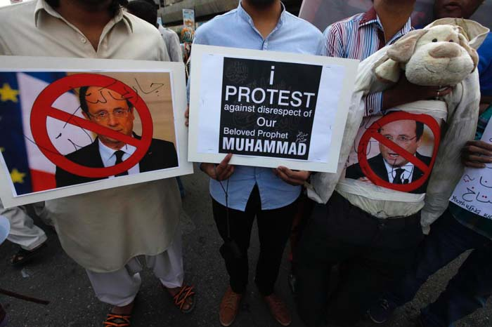 Demonstrators hold an effigy of France's President Hollande during a protest march against Charlie Hebdo in Karachi