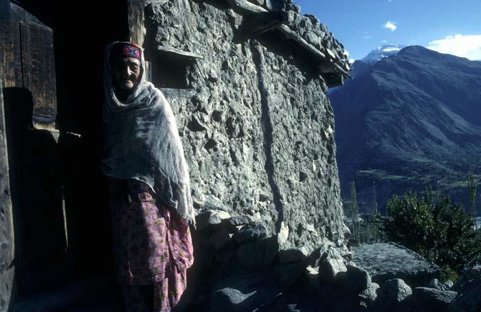 OLD LADY IN kARIAMABAD, Hunxa, Pakistan