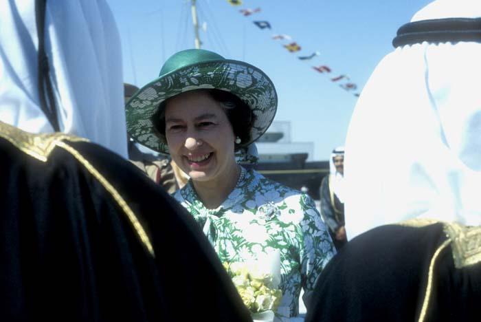 Queen meets the sheikhs in Qatar