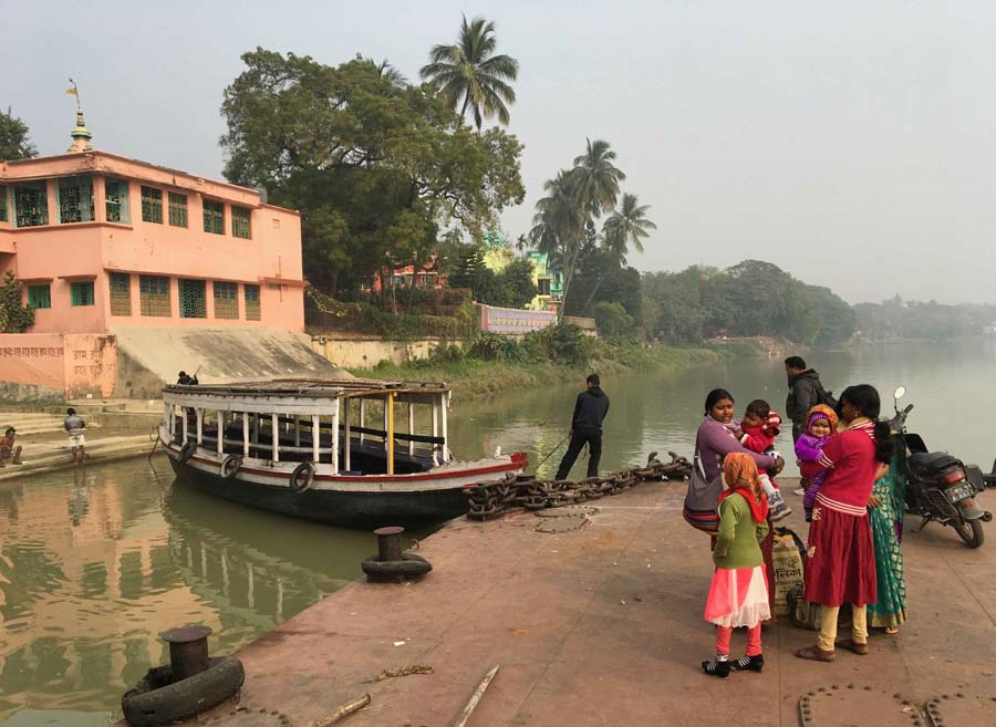 Tender from the Rajmahal moored in Barrackpore, Bengal